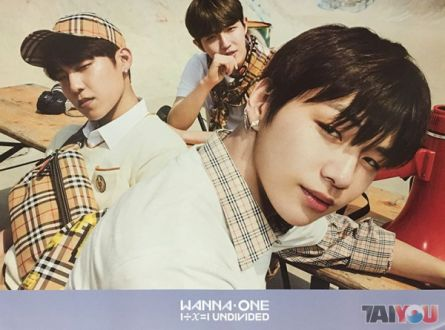 Poster officiel - WANNA ONE - 1÷Χ=1 (Undivided) - Triple Position Version