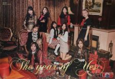 Poster officiel - TWICE - The Year of Yes - Version B